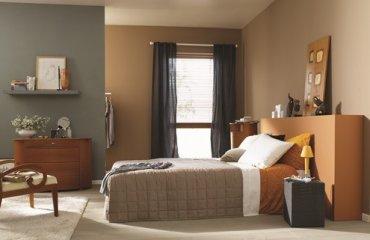 חדר בעיצוב מודרני שלוקח השראה מן הטבע ומערב חומרים טבעיים